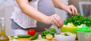 pregnant woman eating a healthy diet